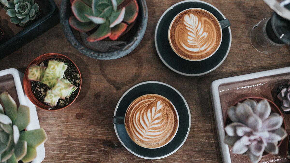 عوارض مصرف بیش از حد کافئین چیست؟